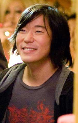 Aaron  on De Aaron Yoo En El Canal De Cine Puedes Enviar La Fotografia Por Email