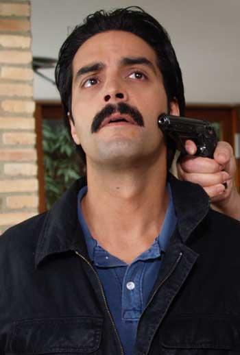 http://www.lahiguera.net/cinemania/actores/adrian_navarro/fotos/7613/adrian_navarro.jpg