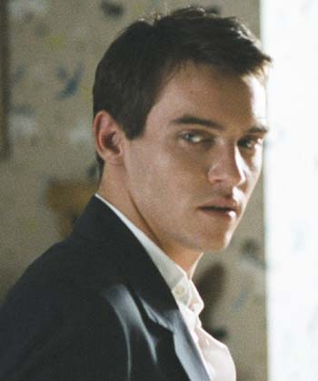 5x02 Baby, it's cold outside - Página 22 Jonathan_rhys_meyers
