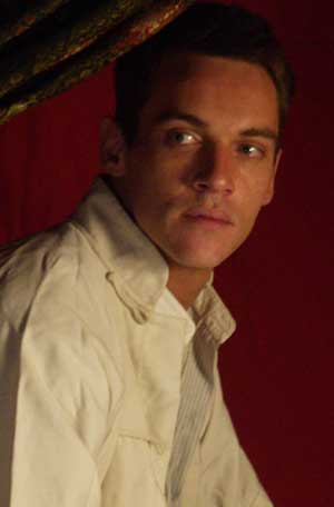 "Cap 1x03.1 .... ""Casino State"" - Página 3 Jonathan_rhys_meyers"