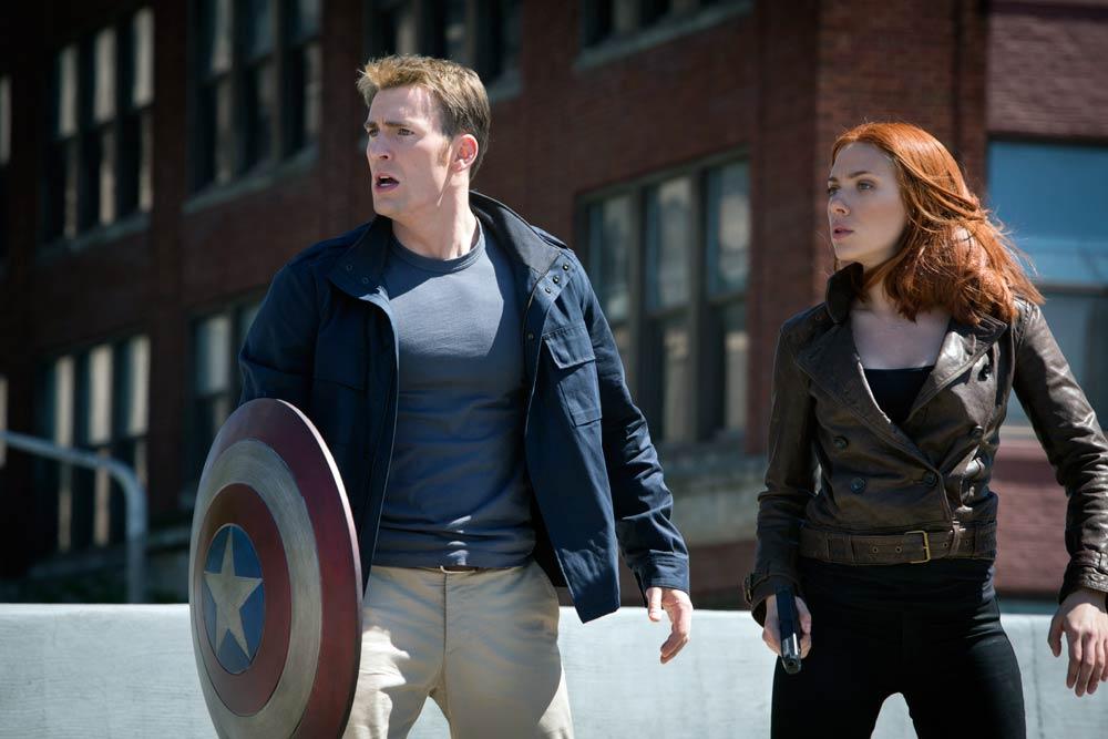 Chris Evans y Scarlett Johansson en Capitán América: El soldado de invierno - fotograma de la película