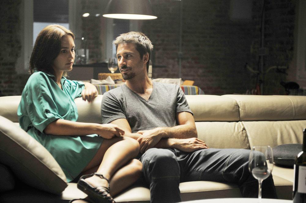 Dioses y perros - fotograma de la película con Megan Montaner y Hugo Silva