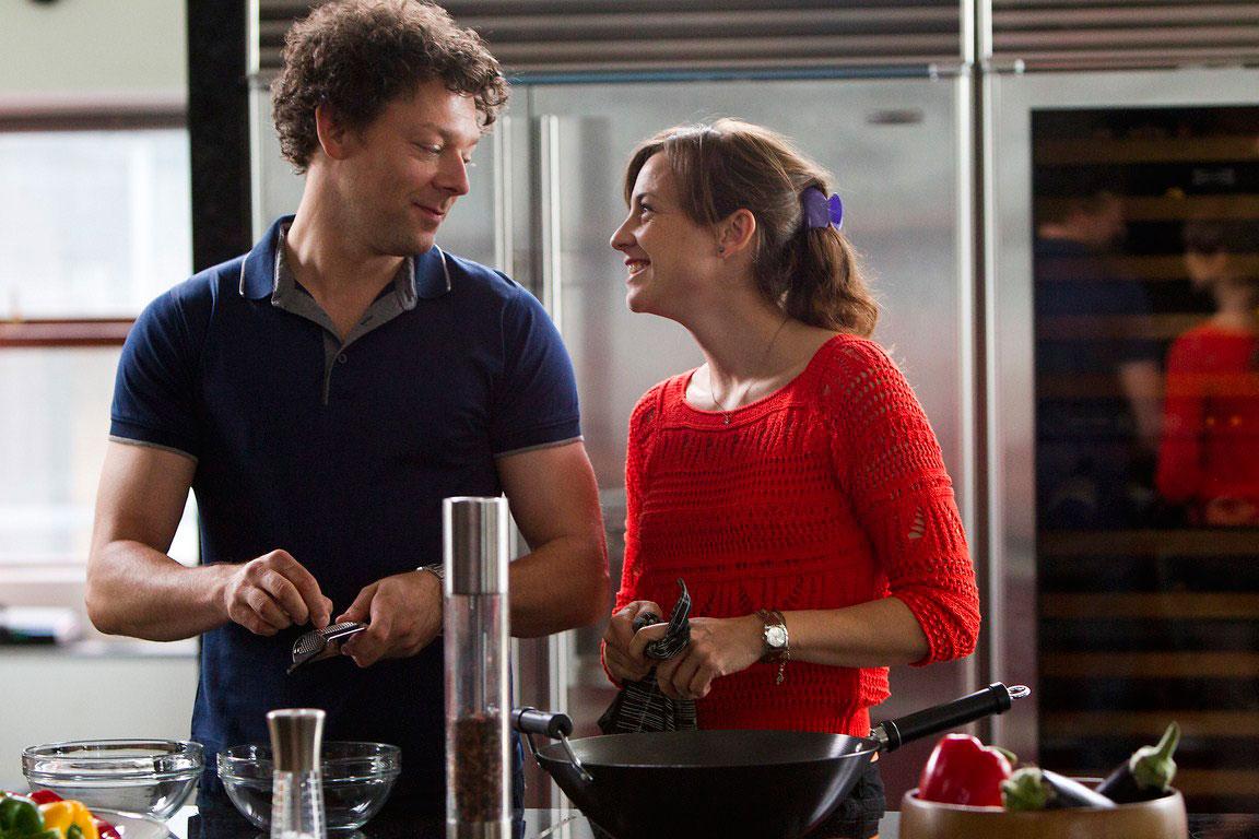 Amor en su punto - fotograma de la película con Richard Coyle y Leonor Watling