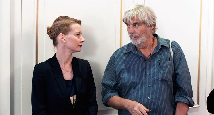 Critique du film TONI ERDMANN par Mr Ciné - YouTube