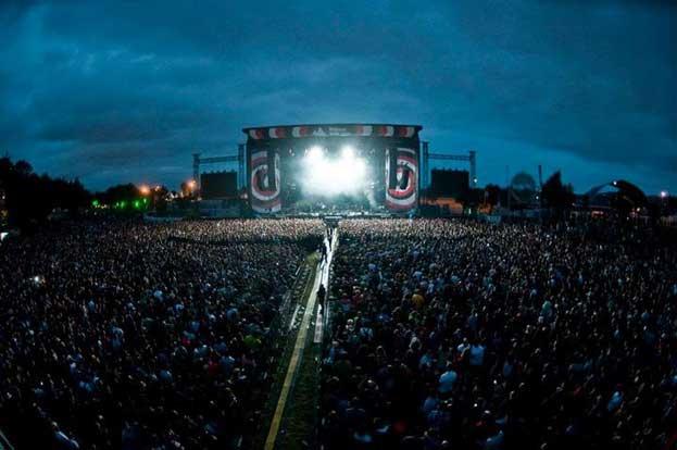 Escenario y publico en el Bilbao BBK Live 2012