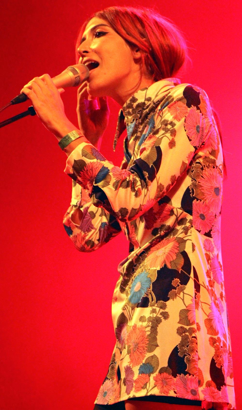 ebro lesbian singles Love of lesbian empiezan a tocar en otoño de 1997 el resultado fue un  conglomerado de ideas procedentes tanto del antiguo trío como de santi balmes.