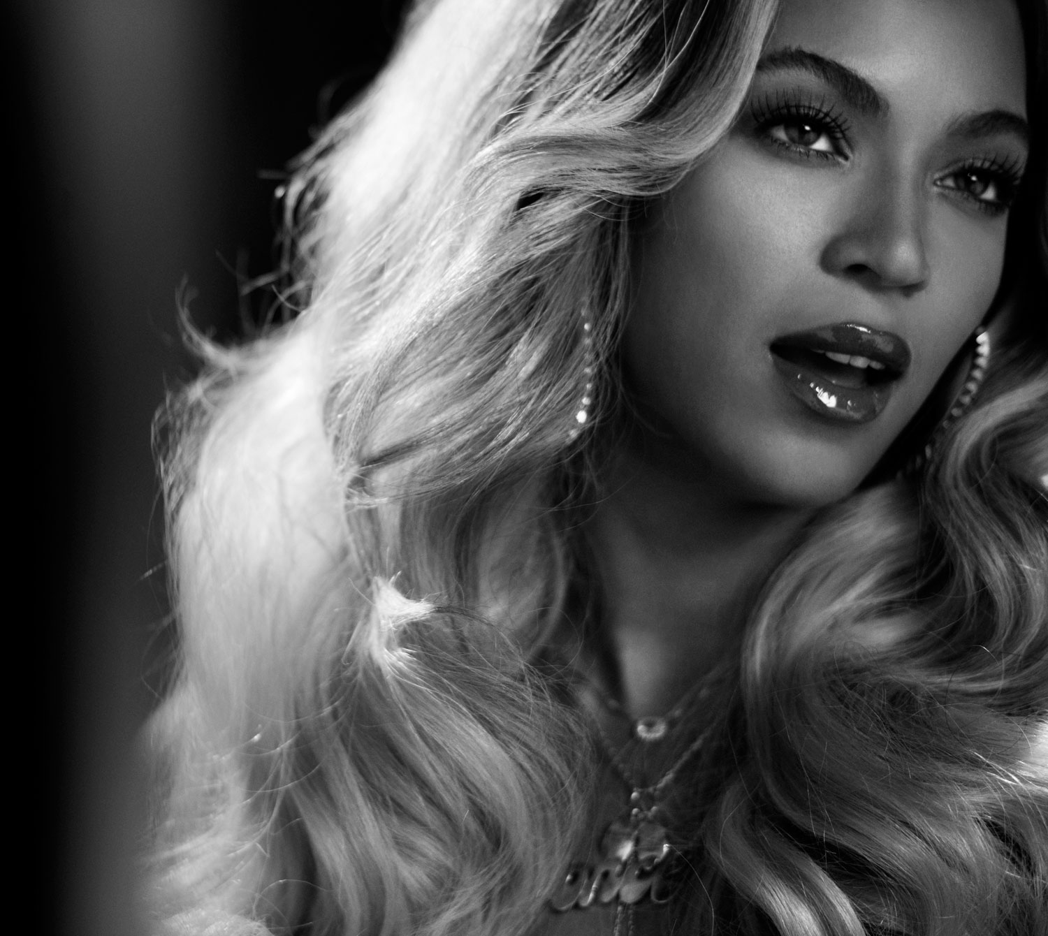 Beyonce Black and White 2014