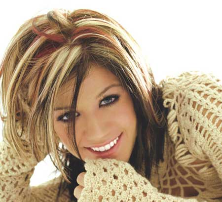 A Study of Kelly Clarkson's Hairstyles 2010