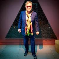 Elton John planea componer con Brandon Flowers
