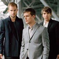 Single, �lbum y gira de White Lies