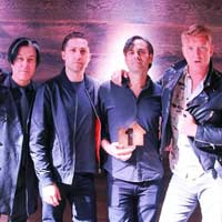 "Queens of the Stone Age nº1 en discos en UK con ""Villains"""