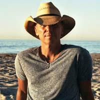 "Kenny Chesney nº1 en Billboard 200 con ""Live in no shoes..."""