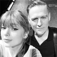 Bryan Adams en un concierto de Taylor Swift