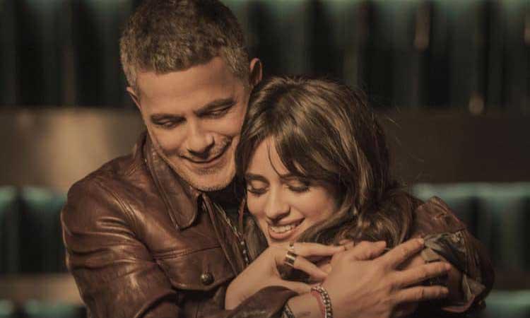 Alejandro Sanz con Camila Cabello en los vídeos de la semana