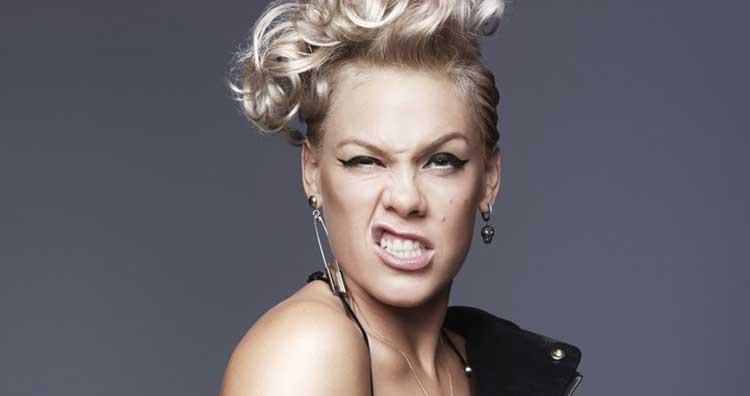 Pink mantiene el nº1 en discos en UK con 'Hurts 2B Human'
